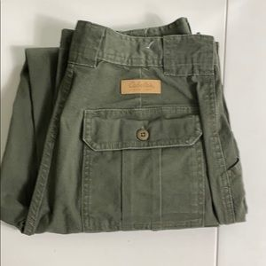 Cabela's army green seven pocket hiker size 8
